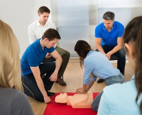 Erklärung Herzdruckmassage im Nothelferkurs