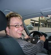 Foto des Fahrlehrers Ludwig Kitzinger in seinem Fahrschulauto