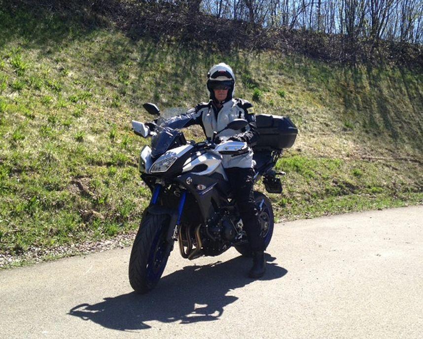 Foto des Fahrlehrers Peter Wespi auf seinem Motorrad