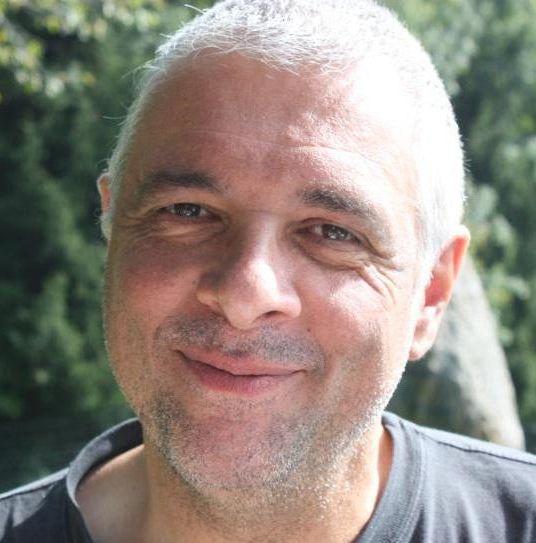 Portrait Foto des Fahrlehrers Sandro Costa