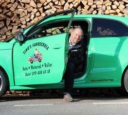 Foto von Fahrlehrer Martin Burkhard im Auto