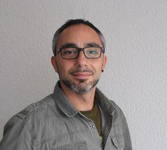 Portrait Foto des Fahrlehrers Davide
